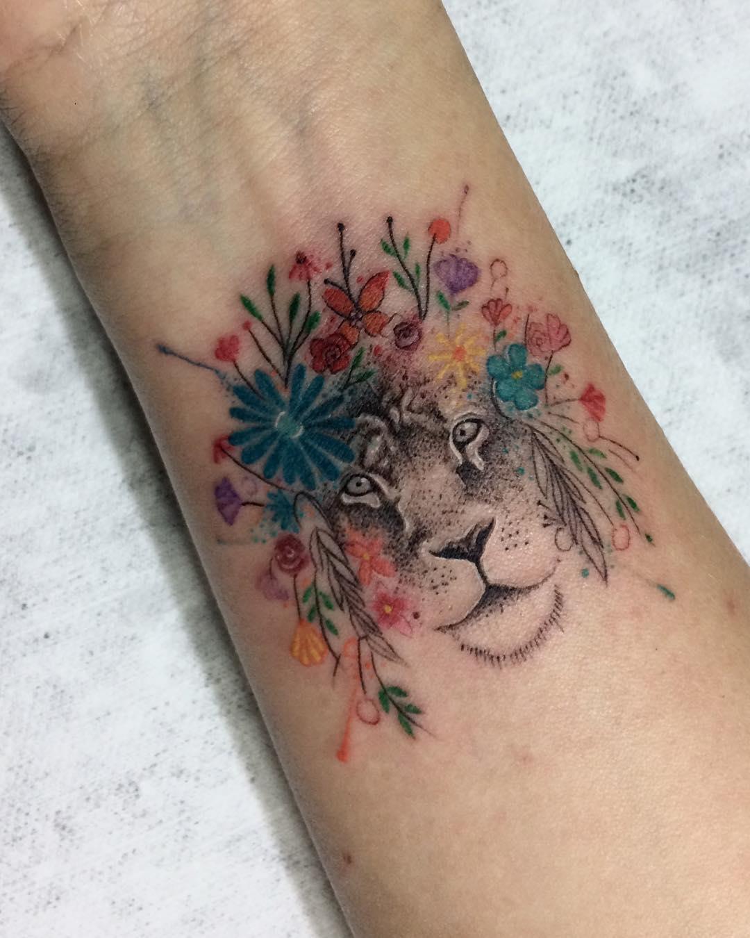 公先生手腕狮子太阳花纹身图案