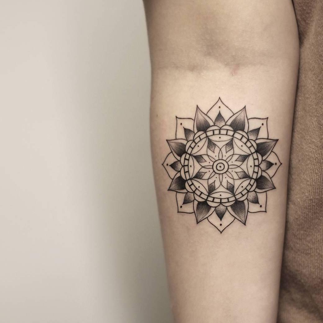 沃小姐小臂梵花纹身图案