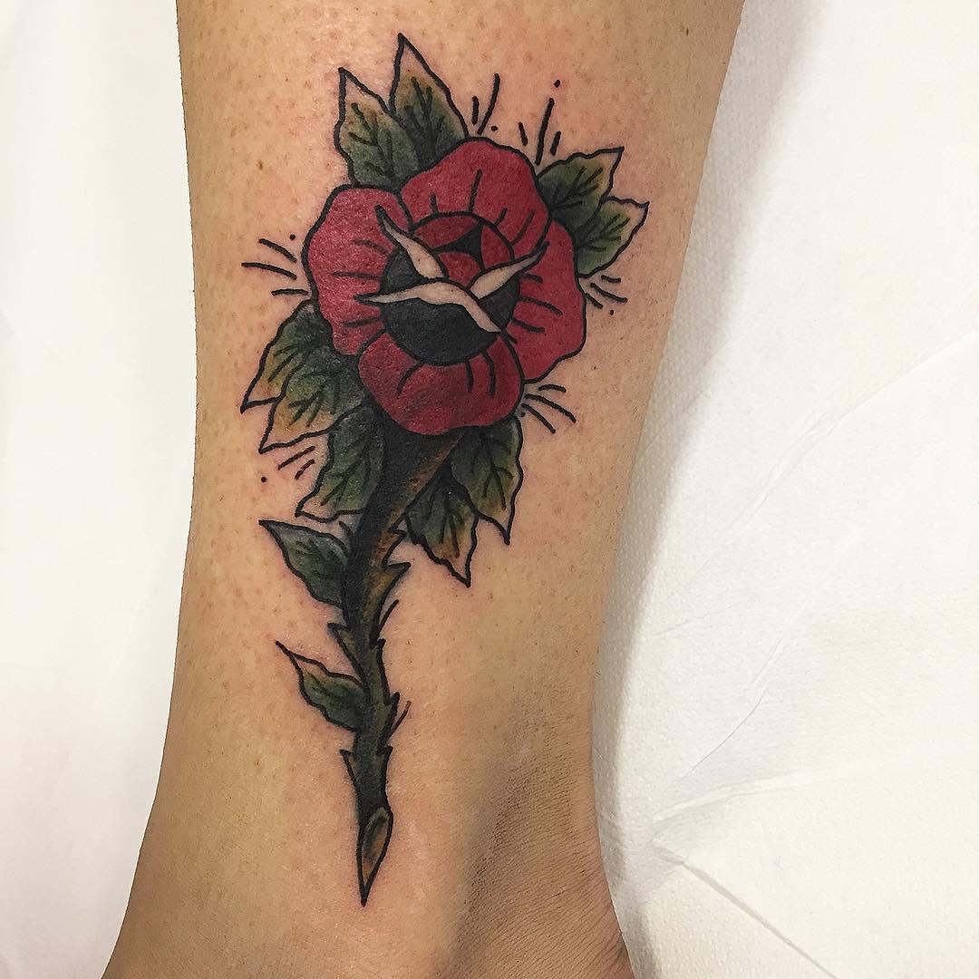 主页 纹身作品                        符小姐脚踝飞鸟花环纹身图案